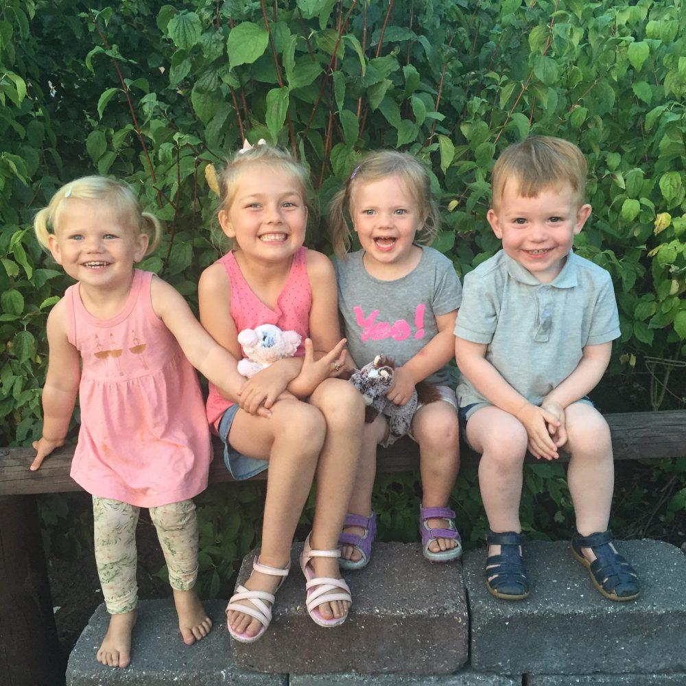 de sødeste små kusiner og en fætter på tur i Djurs Sommerland